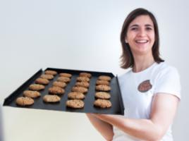 Bakkersdochter daagt Nederland uit met koekjeswedstrijd